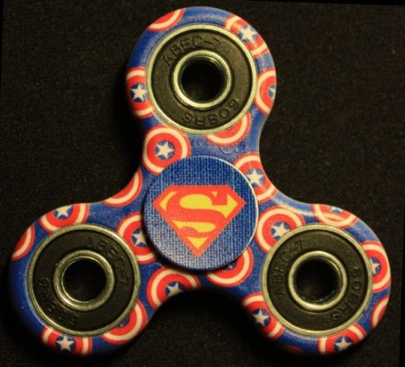 Fidget Spinner ¨Cartoon¨, Superman vs. Captain America